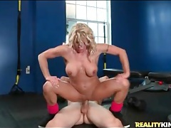 Fitness mom badly needs big cock inside her tubes