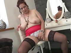 Sultry solo mature plays with her big natural tits tubes