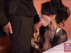 Glamour babe skips dinner and sucks his cock tubes