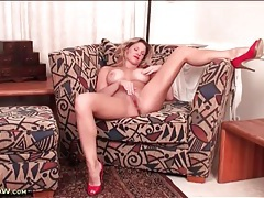 Lipstick and heels are sexy on a solo milf tubes