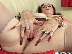 British granny zadi fucks herself with a dildo tubes