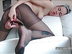 Ripped pantyhose masturbation with a solo hottie tubes