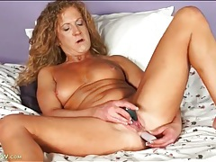 Vibrator up her milf ass makes her feel good tubes