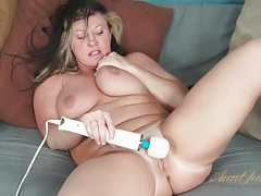 Bbw milf with a splendid fat ass and bald pussy tubes