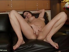 Milf cums hard and squirts all over the place tubes