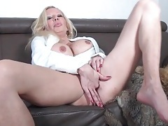 Bimbo mature with hot implants fingers her cunt tubes