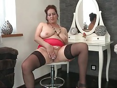 Saggy mature boobs are lovely on a babe in stockings tubes