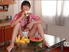 Teen makes eating fruit look wildly sexy tubes