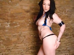 Curvaceous girl masturbates in the basement tubes