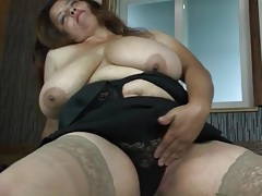 His dick gets hard between her big mature boobs tubes