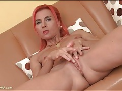 Fit and skinny milf with pink hair fingers solo tubes