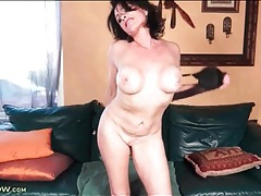 Mature model braxton kai toys her tight cunt tubes