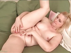 Cute nude blonde milf masturbates her hot cunt tubes