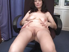 Cute and curvy mature babe rubs her sexy pussy tubes