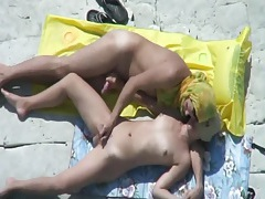 Fingering and fucking his pretty girlfriend at the beach tubes