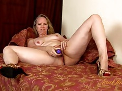 Mature snatch is soaking wet as she toys it tubes
