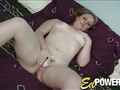 Pretty girl vibrates her cunt and gets eaten out tubes