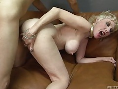 Skinny guy pounding dick into her mature cunt tubes