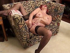 Juicy milf cunt and clit look sexy in close up tubes