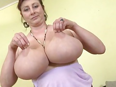 Huge natural mature tits swing back and forth tubes