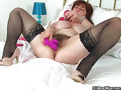 English mum tori works her hairy pussy with a dildo tubes