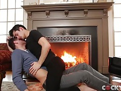 Gorgeous guys kissing and jerking off onto each other tubes