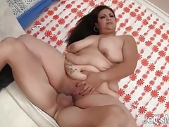 Fat babe in black leather boots loves to fuck tubes