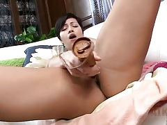 Short hair milf moans from the vibrator play tubes