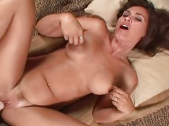 Hot milf makes a pov porn video with you tubes