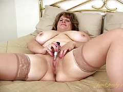 Mature bbw in satin and stockings masturbates tubes