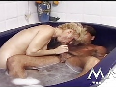 Vintage bathtub butt fucking and pissing fun tubes