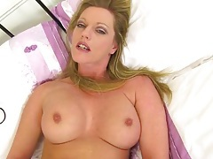 Sexy married milf masturbates solo in bed tubes
