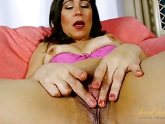 Juicy mature cunt finger fucking tubes