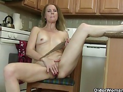 American milf lacy needs to get off in pantyhose tubes