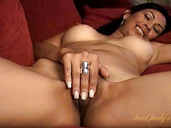 Milf cunt drips real juices of desire in close up tubes
