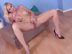 Nice implants on a hot mature babe masturbating tubes