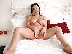 Curvy beauty wants you to cum in three minutes tubes
