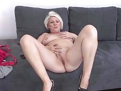 Curvy mature blonde finger banging her twat tubes