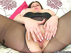 Uk milfs jessica jay and princess leia destroying pantyhose tubes