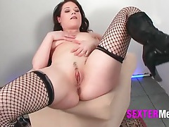 Her mommy cunt is sexy in close up tubes