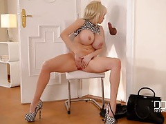 Massive boobs bimbo sandra star sucks dick tubes