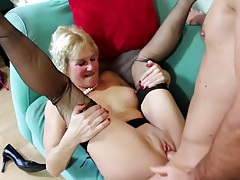 Stunning body mature babe fucked by a young dick tubes
