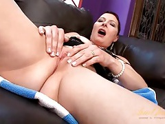 Pretty solo mommy rubs her shaved pussy tubes