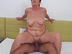 Chubby mature slut rides in reverse cowgirl tubes
