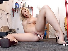 Naked hottie fucks a screwdriver in the garage tubes