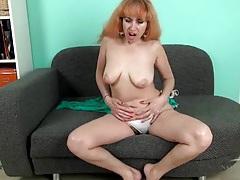 Mature babe masturbates her hairy cunt tubes