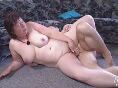 Chubby mature slut sucks his dick erotically tubes